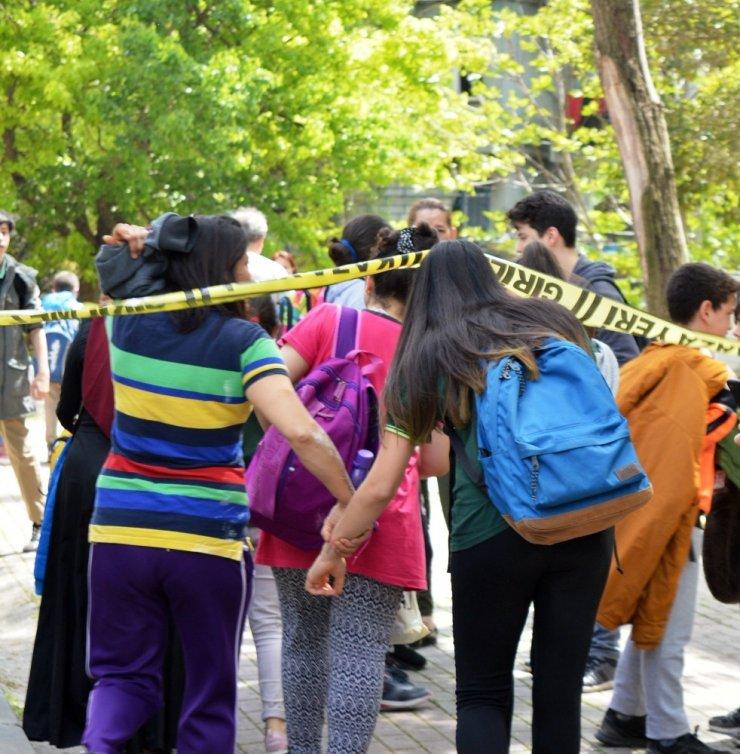 Okulda deney sırasında korkutan patlama