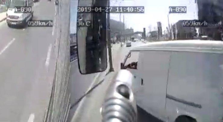 Esenyurt'ta ticari minibüs ile otobüs çarpıştı: 1 ölü, 2 yaralı