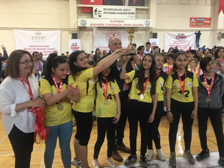 Kadıköy'de Geleneksel Çocuk Oyunları Liginde ödüller sahiplerini buldu