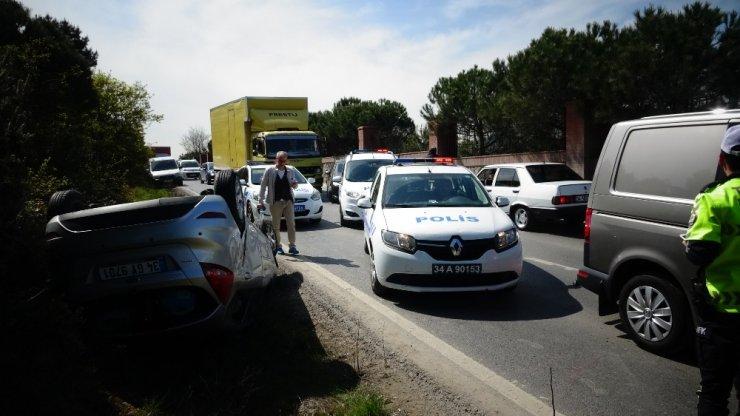 Maltepe'de kontrolden çıkan araç takla attı: 1 yaralı