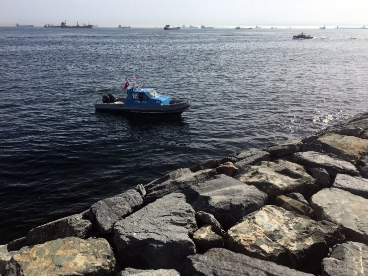 Zeytinburnu sahilinde denizden erkek cesedi çıkarıldı