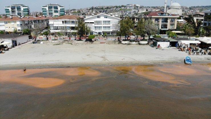 Büyükçekmece'de turuncuya dönen deniz, havadan görüntülendi