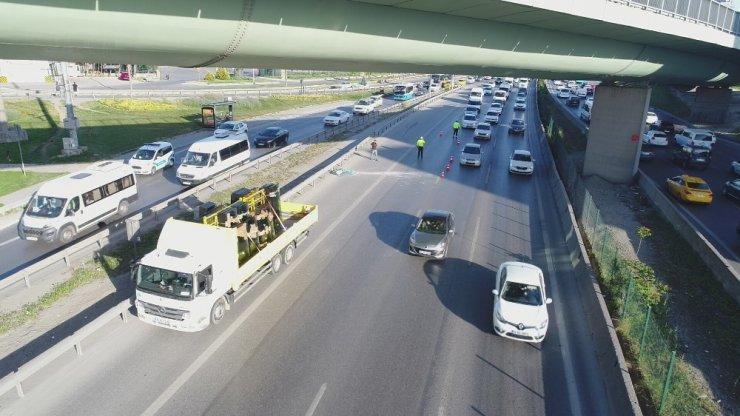 E-5'te dev camlar kamyondan yola savruldu faciadan dönüldü