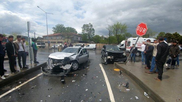 Arnavutköy'de ortalığı savaş alanına çeviren kazada 3 kişi yaralandı