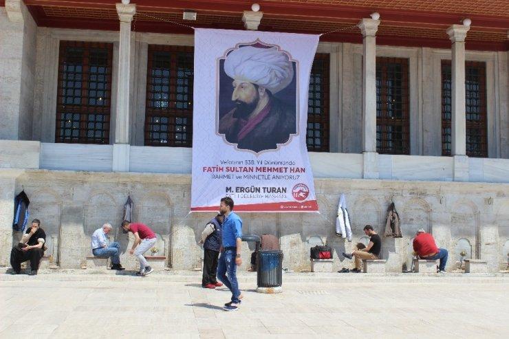 Fatih Sultan Mehmet vefatının 538'inci yılında kabri başında anıldı