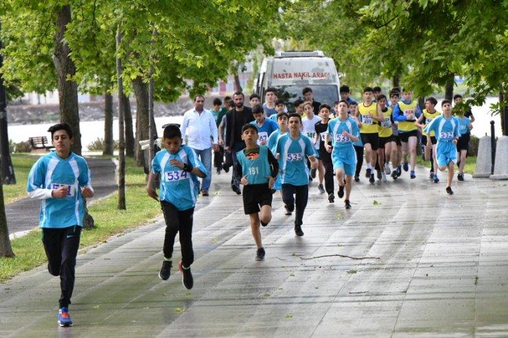 Küçükçekmece'de gençlik koşusu gerçekleştirildi