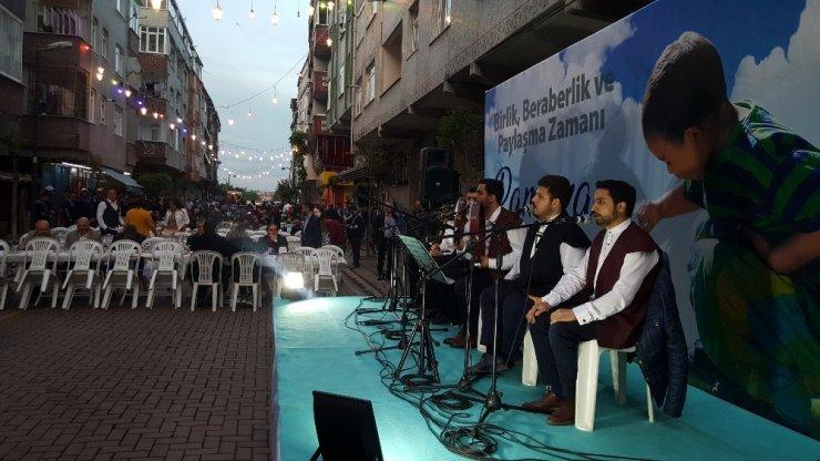 Zeytinburnu halkı sokak iftarında buluştu