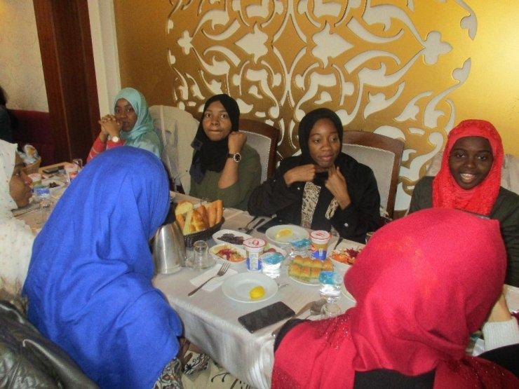 Ümraniye Belediyesi, iftar yemeğinde buluşturdu