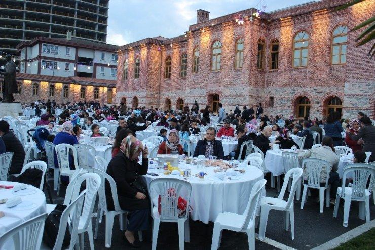 Zeytinburnu'nda engelli aileleri iftarda buluştu