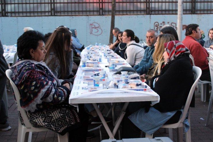 Bayrampaşa'da Gönül Sofraları'nın ilk durağı Cevatpaşa oldu