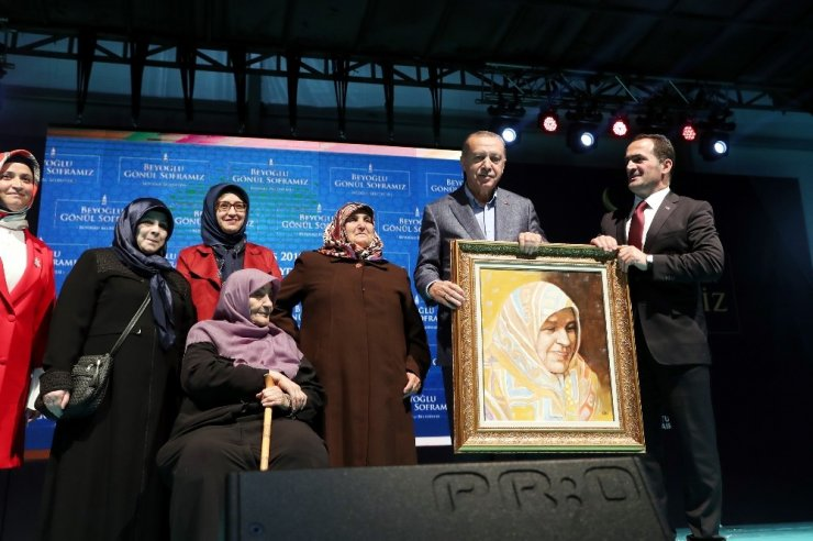 """Cumhurbaşkanı Erdoğan: """"Sanatçı sanatıyla konuşur, bu tür insanlara dalkavukluk yapmaz"""""""
