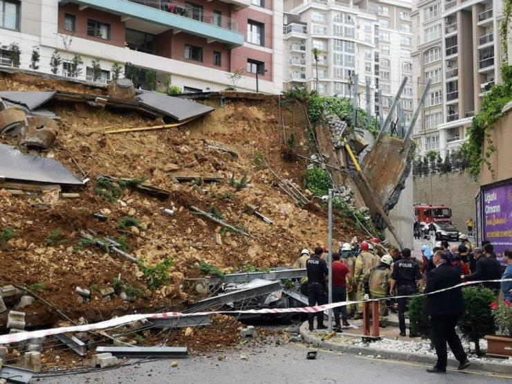 Başakşehir'de bir sitenin istinat duvarı çöktü