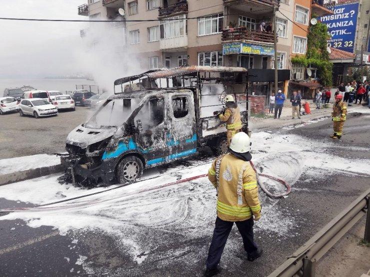 E-5 karayolu Küçükçekmece'de kamyonette yangını