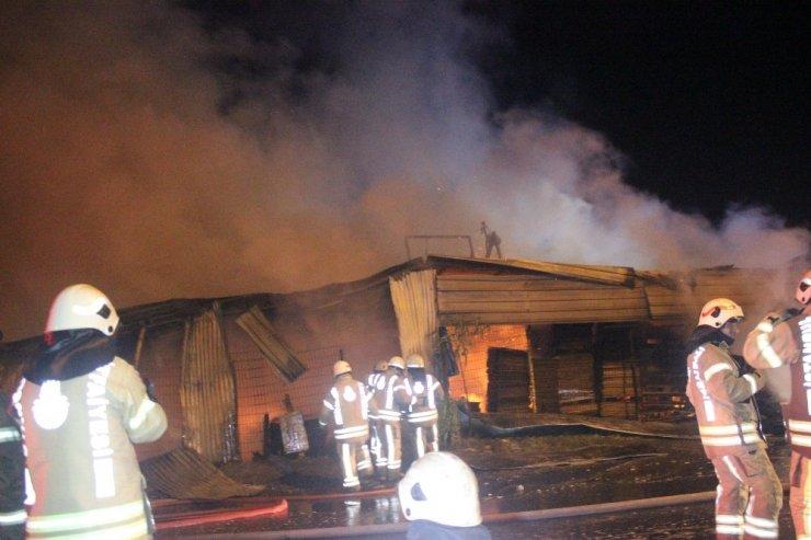 Palet fabrikasındaki yangın söndürüldü