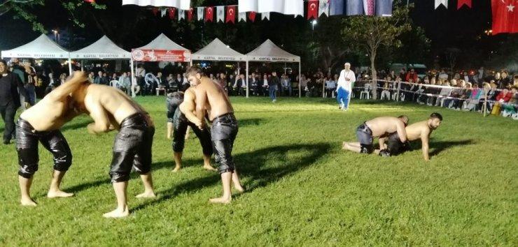 19 Mayıs Yağlı Güreşleri' Kartal sahilinde gerçekleştirildi