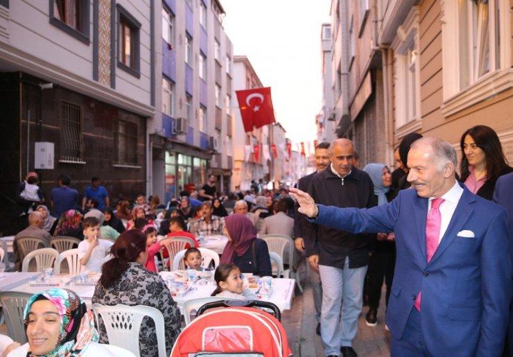 Bayrampaşa'nın sokakları Ramazan'ın bereketi ile doldu