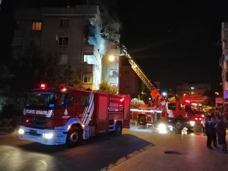 Tuzlada bir binanın beşinci katında yangın çıktı
