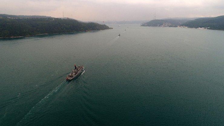 Donanma Gemileri İstanbul Boğazı'ndan geçiyor