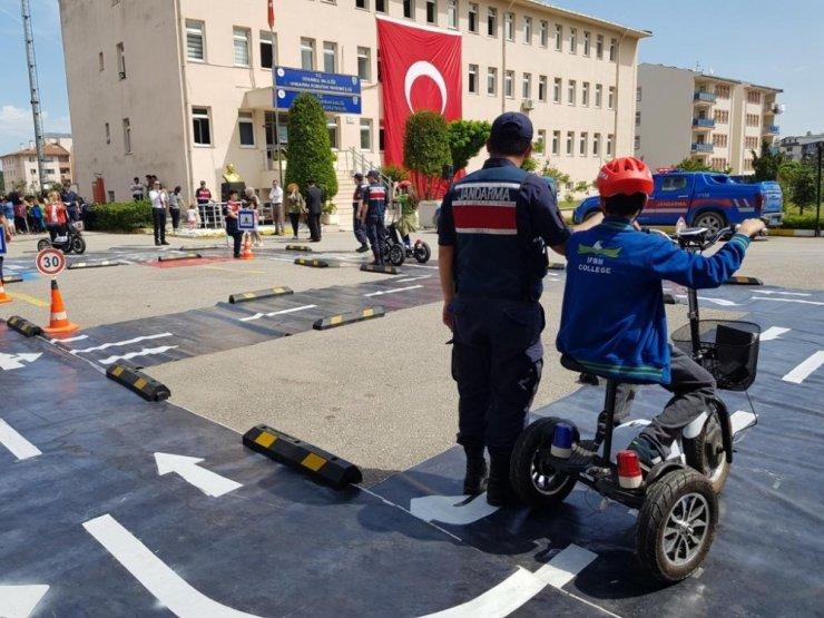İstanbul İl Jandarma Komutanlığı öğrencilere trafikte farkındalık eğitimi verdi