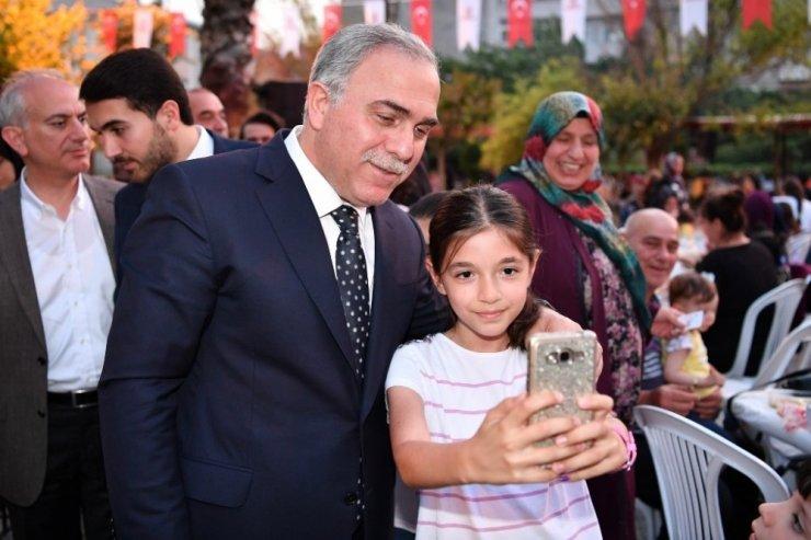 Hekimoğlu Ali Paşa Parkı'nda iftar coşkusu
