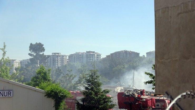 Çekmeköy'de mobilya fabrikasında korkutan yangın