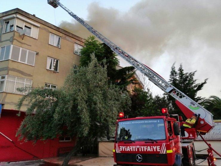 Kadıköy'de Tarihi konakta yangın