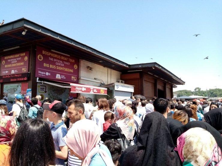 Bayramının ikinci gününde vatandaşlar Boğaz'a akın etti