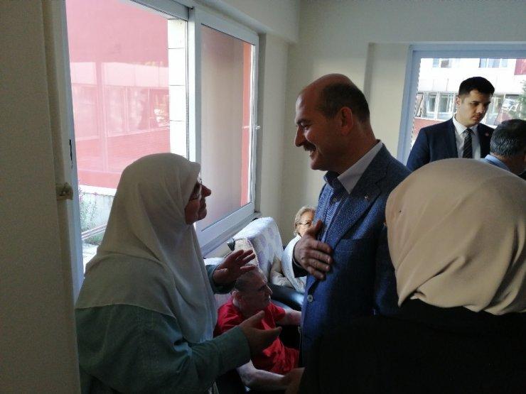 İçişleri Bakanı Süleyman Soylu, huzurevi sakinlerini ziyaret etti