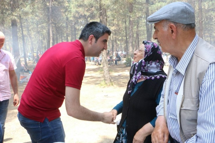 Başkan Gökhan Yüksel, Kartallı vatandaşların bayramına ortak oldu
