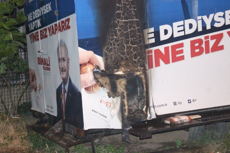 Beşiktaş'ta AK Parti seçim aracında yangın çıktı
