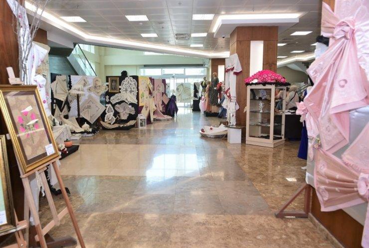 Fatihli kadınların sergisi göz doldurdu