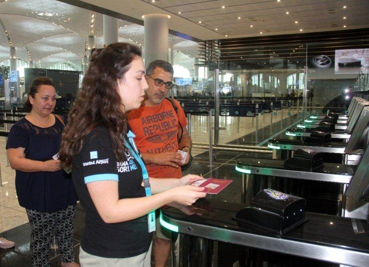 İstanbul Havalimanı'nda pasaporttan hızlı geçiş sistemi başladı