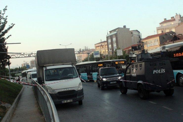 Kağıthane'de Trafik Işıklarında Cipe Silahlı Saldırı