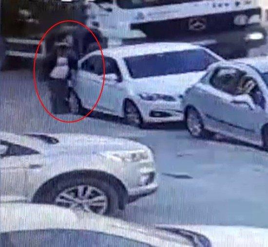 Üsküdar'da otomobillere dadanan hırsız suçüstü yakalandı