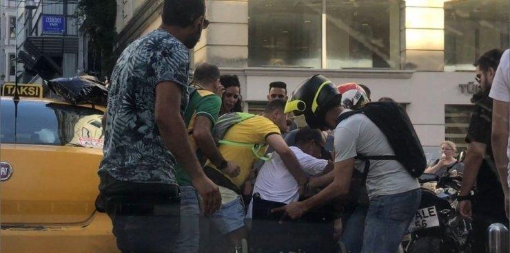 Taksim'de taksicinin ihmali engelli adamı yaralıyordu