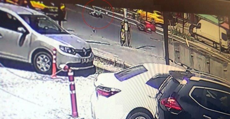 Motosikletiyle kadına çarptı, yaralı halde bırakıp kaçtı