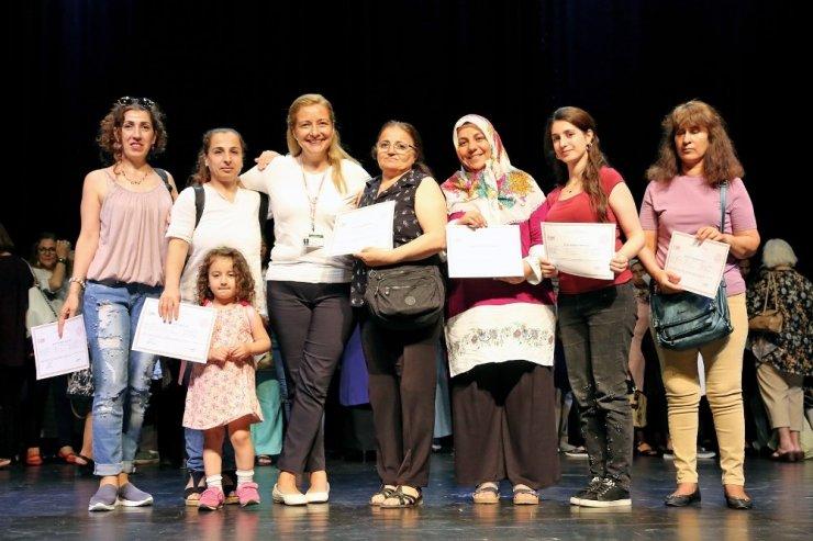 Ataşehir'de 750 kursiyer sertifikalarını aldı