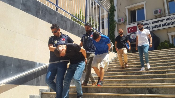 Esenyurt'ta sahte polislerden gasp