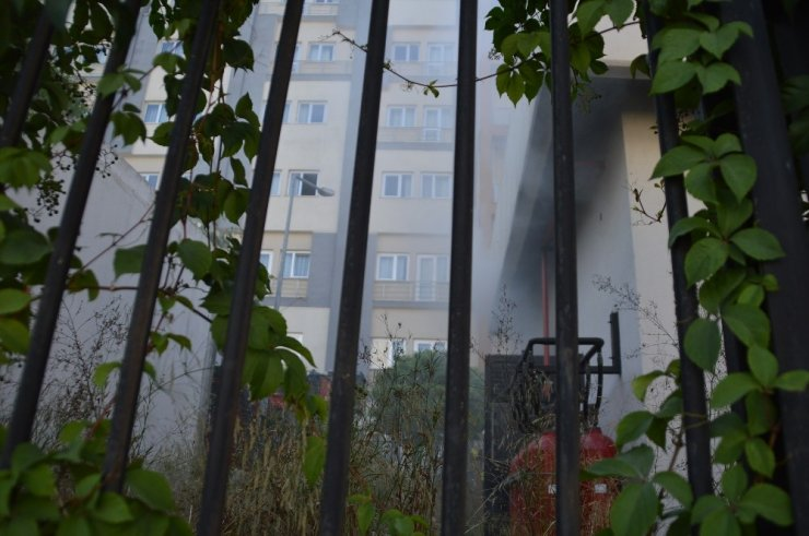 Yurt bahçesinde bulunan elektrik trafosunda yangın çıktı