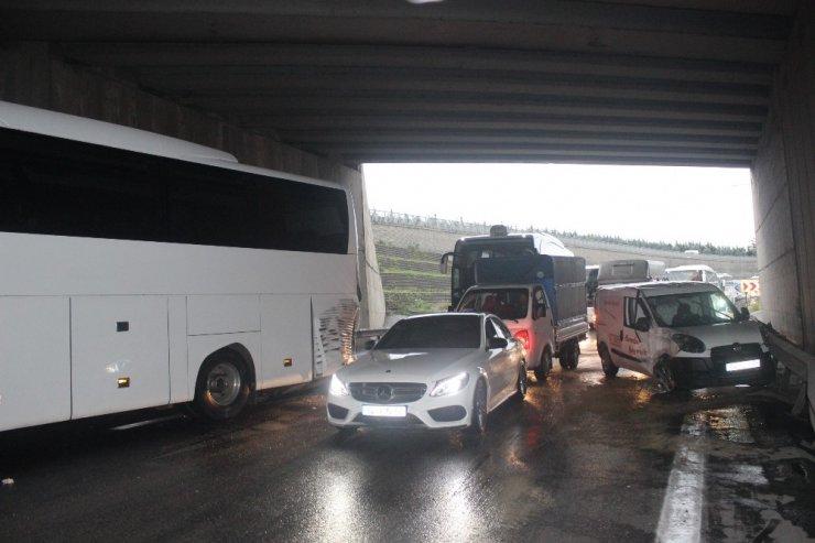 Yolcu otobüsünün karıştığı kazada 1 kişi yaralandı