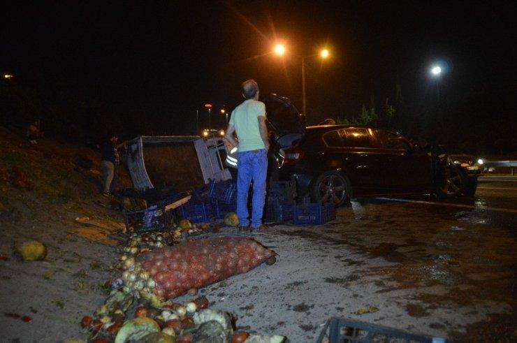 Sebze yüklü kamyonet  kaza yaptı