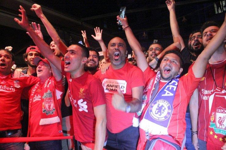Liverpoollu Taraftarlar İstanbul'da Doyasıya Eğlendi