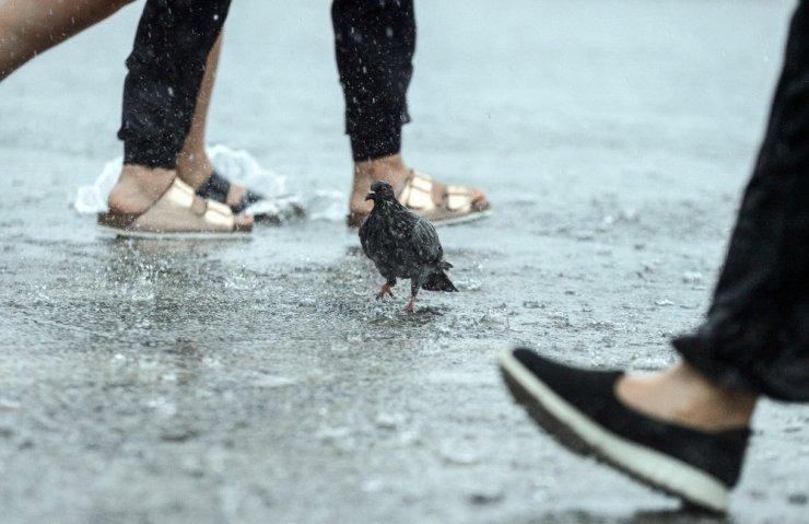 İstanbul'dan ilginç yağmur manzaralar