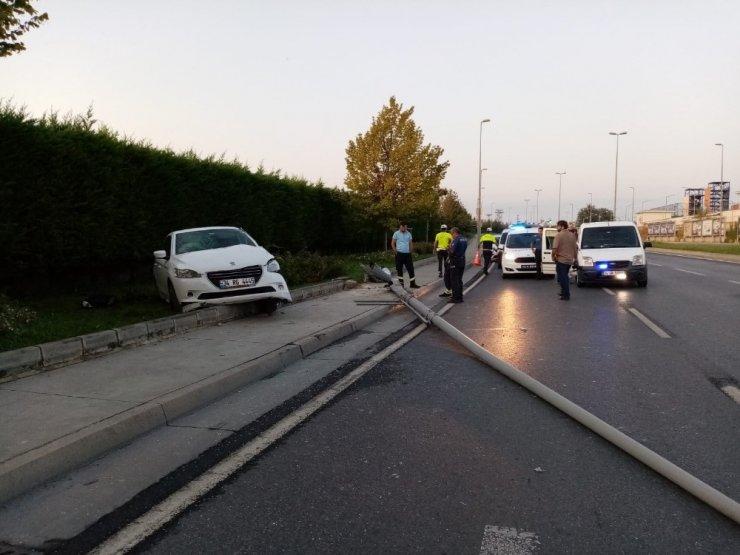 Elektrik Direğe Çarpan Sürücü Hayatını Kaybetti