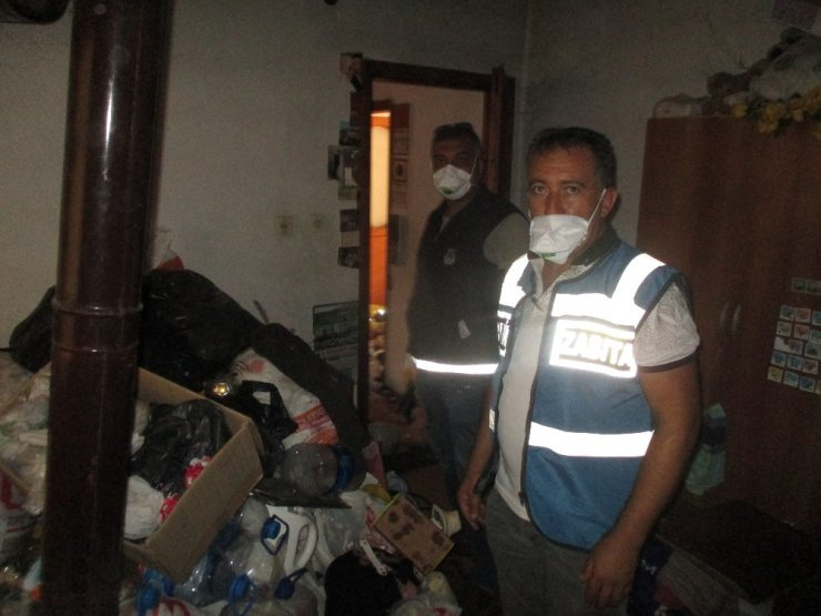 Karı Kocanın Yaşadığı Evden Tonlarca Çöp Çıktı