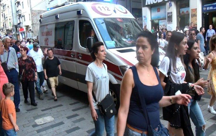 Taksim'deki bir mağazada düşen kişi bacağından yaralandı