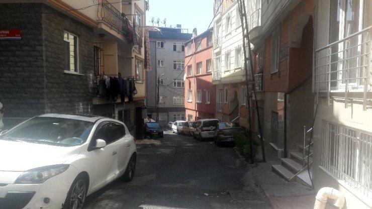 Beyoğlu'nda 5 yaşındaki çocuk ikinci kattan düştü