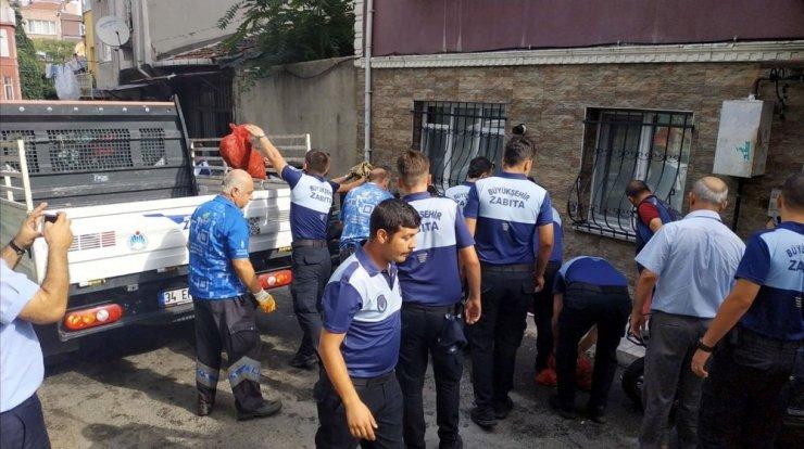 Beyoğlu'nda sağlıksız koşullarda çalışan 2 midye imalathanesi mühürlendi