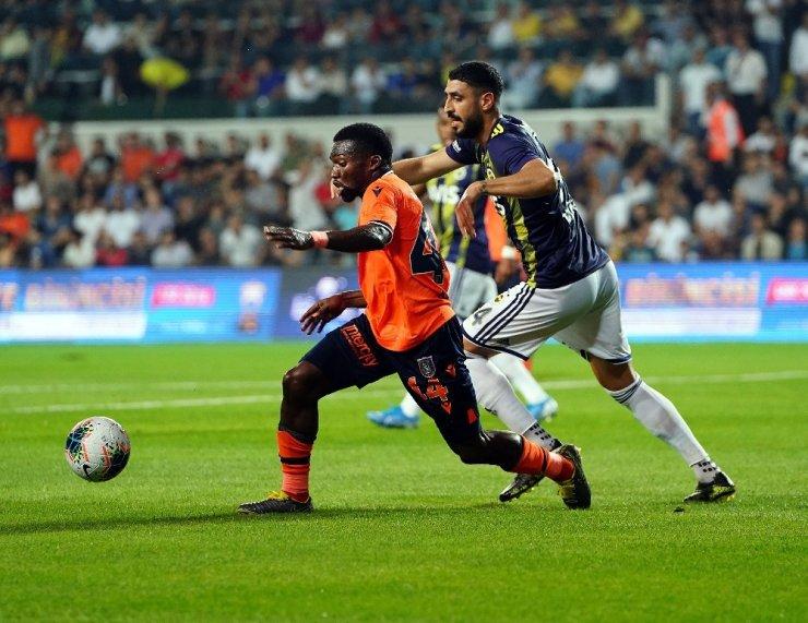 Süper Lig: M.Başakşehir: 1 - Fenerbahçe: 0 (İlk yarı)