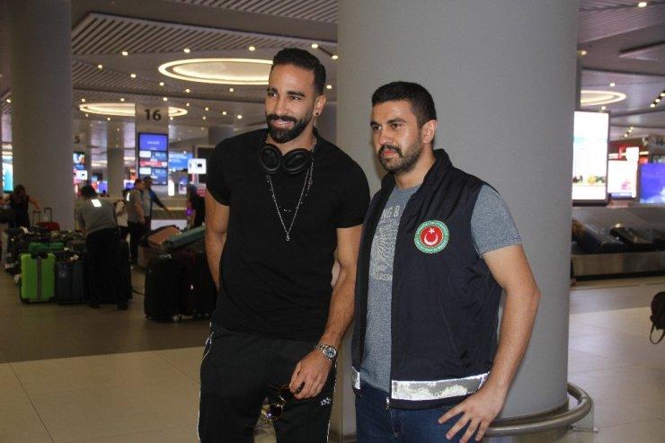 Adil Rami Fenerbahçe için İstanbul'da